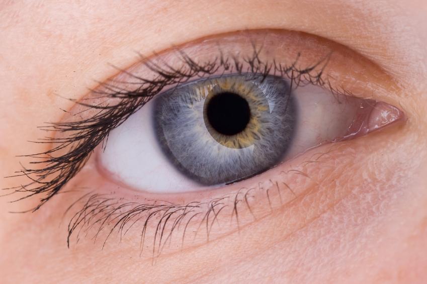 20e53093f2d541 Les yeux clairs peuvent se permettent s offrir une très large gamme de  lentilles de contact de couleurs ou formes diverses.