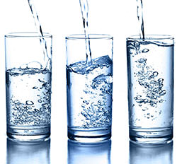 boire de l'eau mini